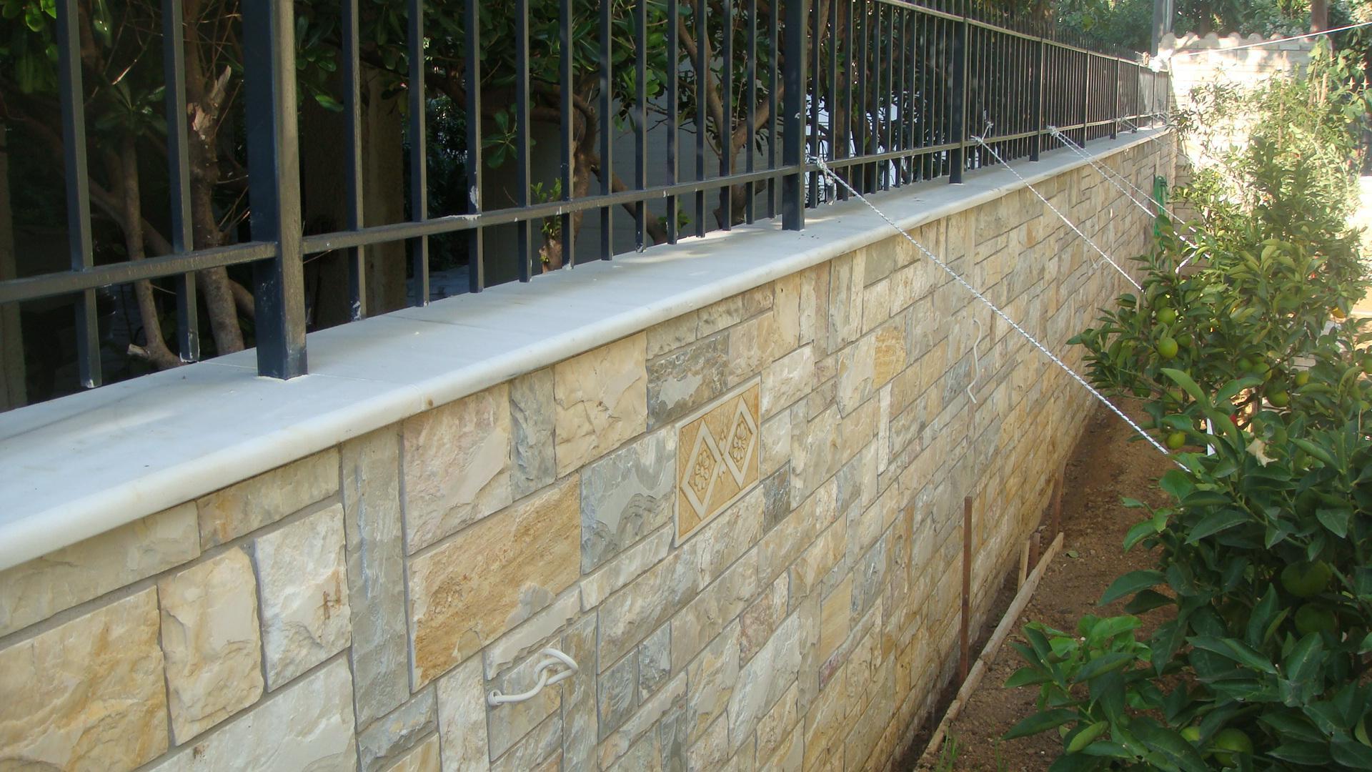 Επένδυση τοίχου με φυσική πέτρα